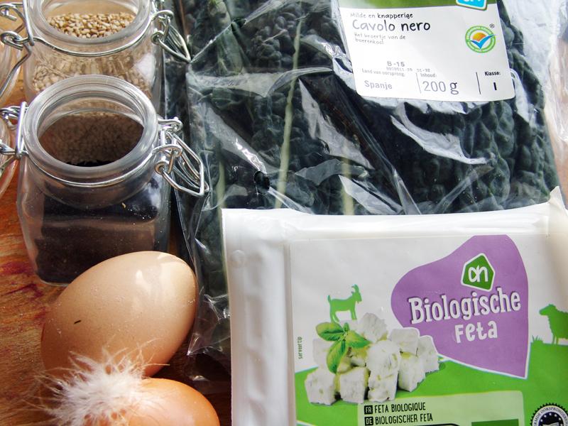 Een borrelhap van cavolo nero met feta