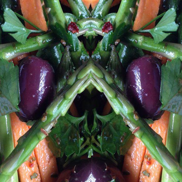 Collages met zoete aardappel, mini asperges en olijven