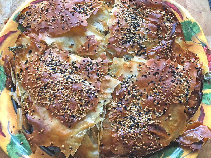 Een Griekse zachte schapenkaas- taart in filodeeg