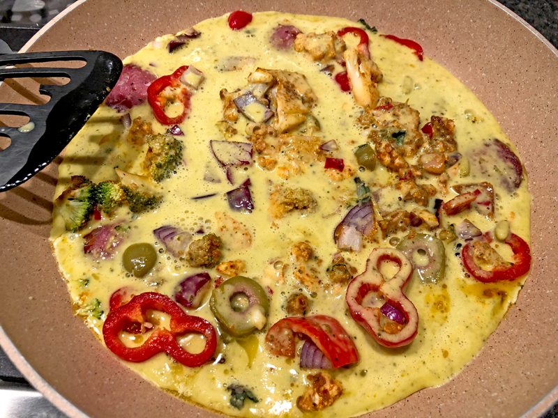 Deze omelet verwerkt je groenten restjes