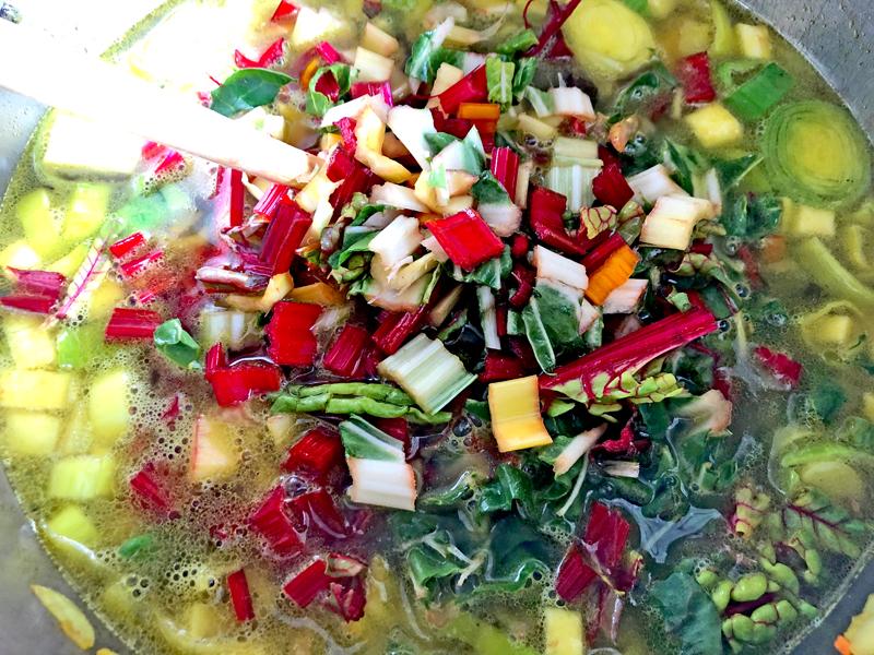 Snijbiet met linzen soep