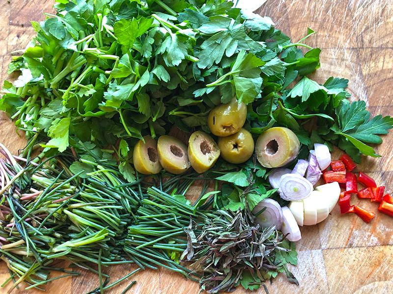 Groene groenten met kruiden, zo nodig nu