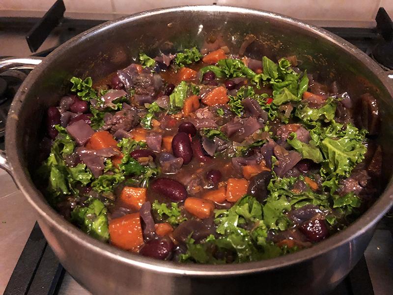 Bonen met groenten maakt deze maaltijdsoep